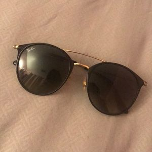 Barely Used RayBans with Case & cleaning cloth.